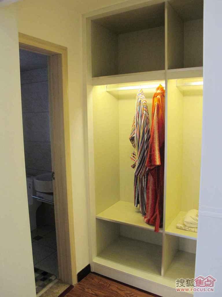 d栋 143.98㎡ 主卧衣柜