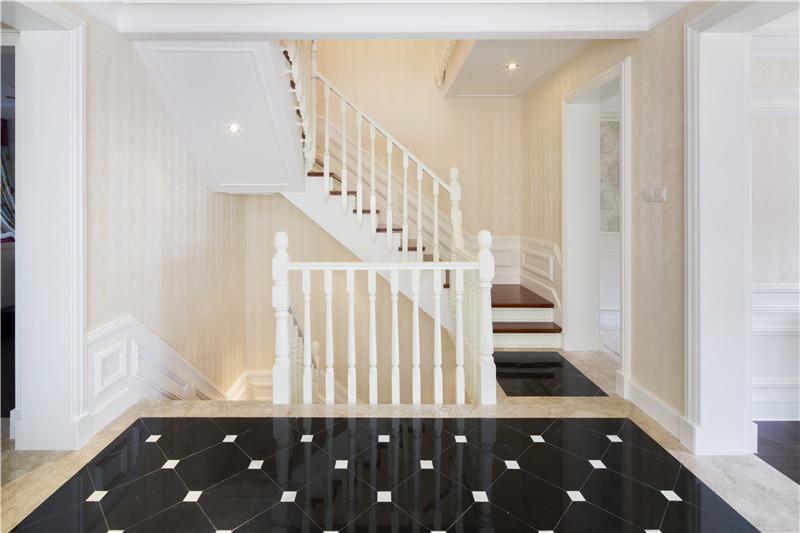 中海龍灣別墅樣板間圖——邊戶樓梯