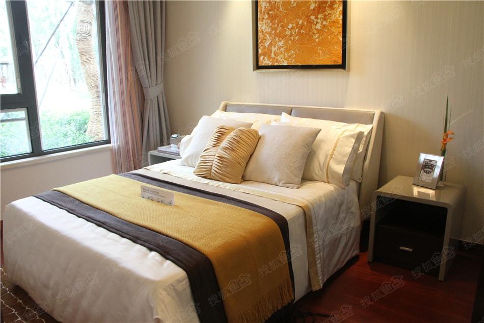 仁恒绿洲新岛94平米卧室样板间图