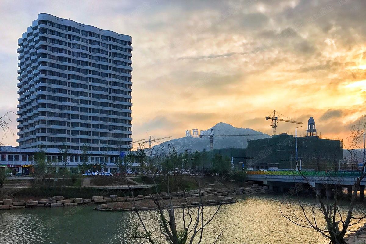 万达·青岛东方影都实景图-公寓夜景