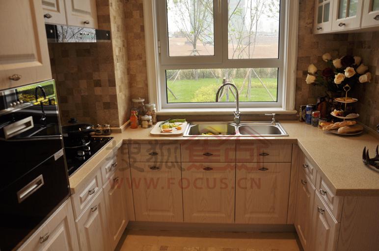 金屋秦皇半岛e户型三室两厅两卫132.51平米样板间厨房