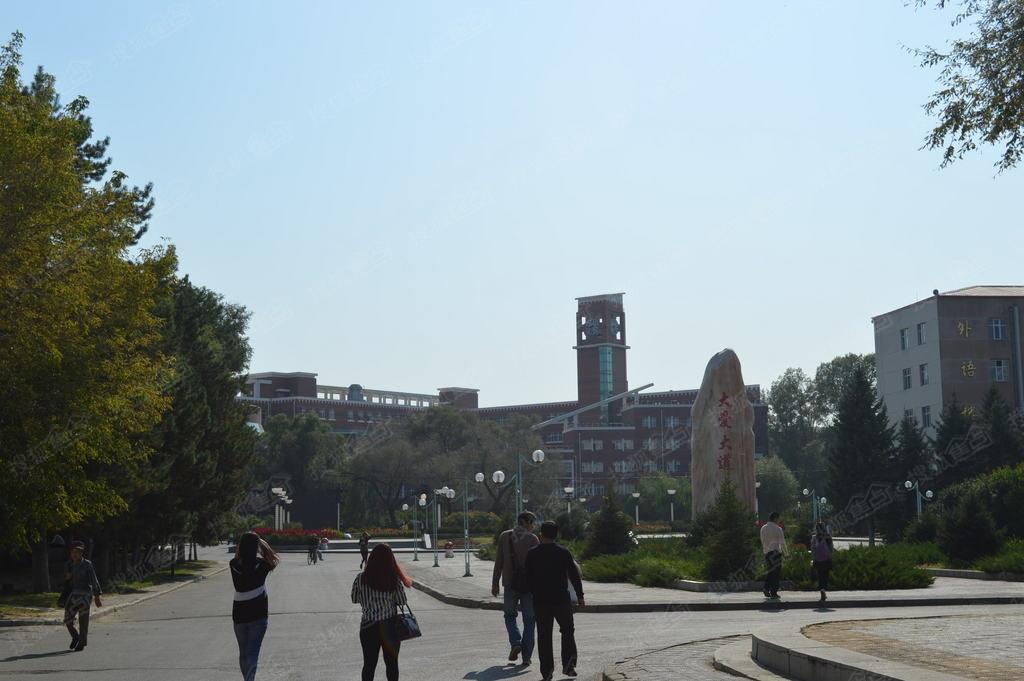 齐齐哈尔大学东区艺术学院和外语学院