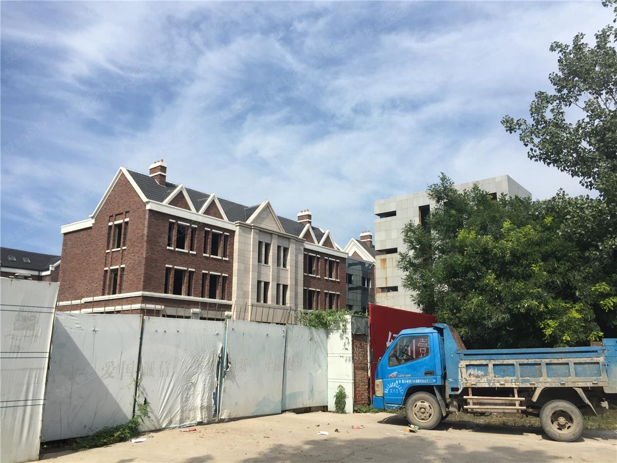 红山壹号院联排别墅施工进度图2016.