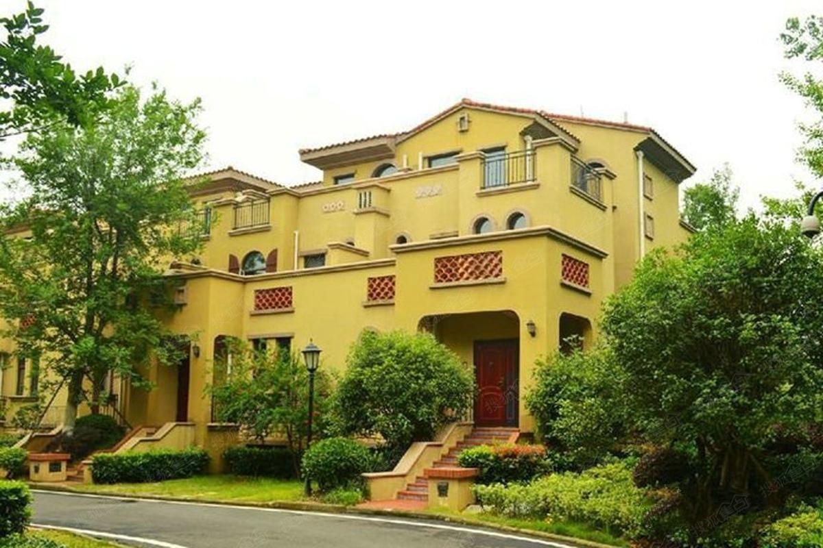 加州橘郡18户别墅实景图 联排别墅外景
