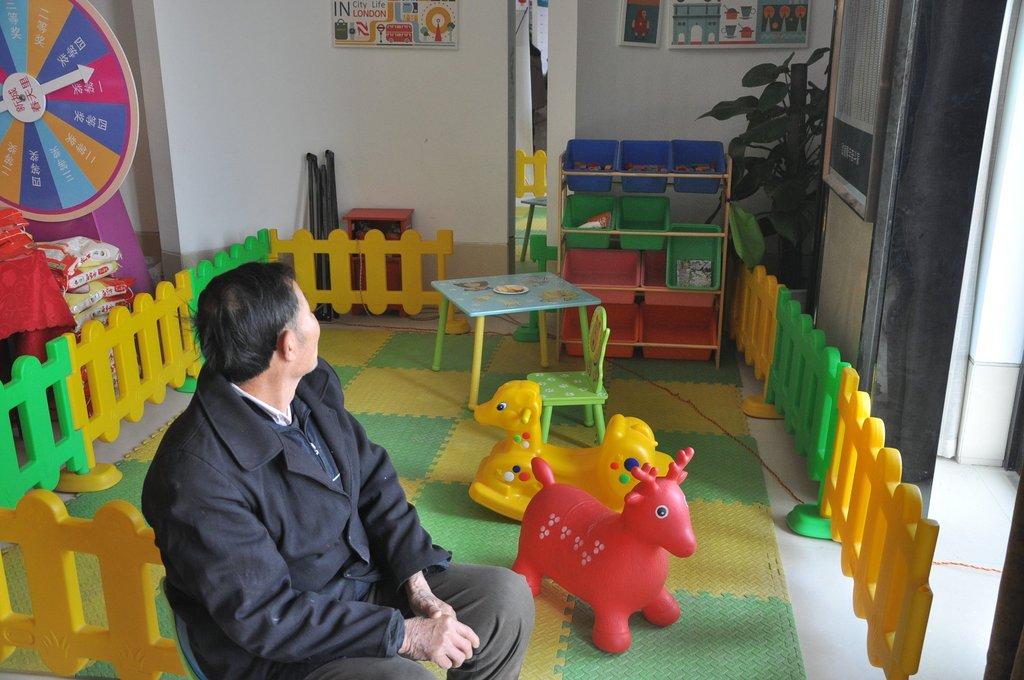 新城春天里售楼部儿童区20131221实景图